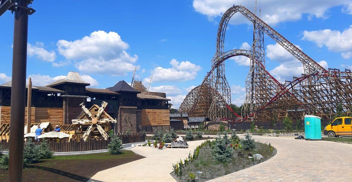 Energylandia, Smoczy Gród, Rollercoaster Zadra realizacja Carline