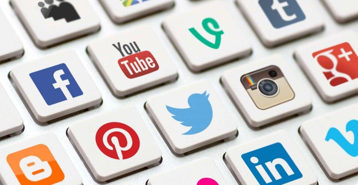 carline w social media